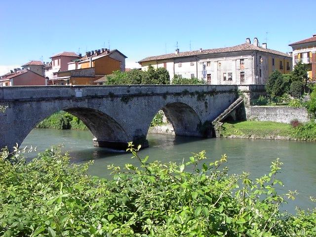 ponte sul canale Muzza